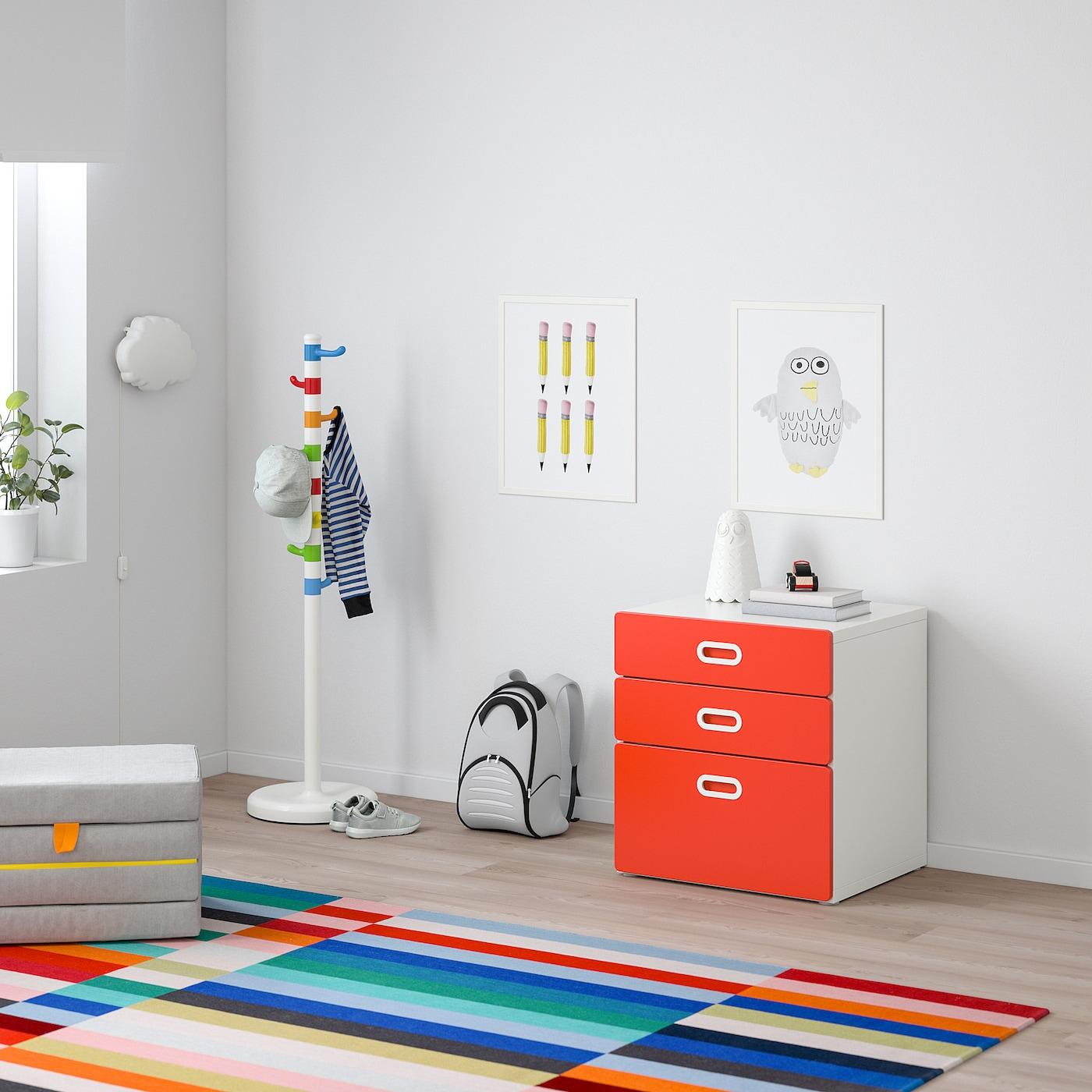 STUVA / FRITIDS Byrå med 3 lådor, vit/röd, 60x64 cm