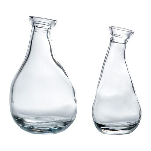VÅRVIND Vas set om 2 IKEA Den annorlunda formen gör att vaserna är vackra både med och utan blommor.