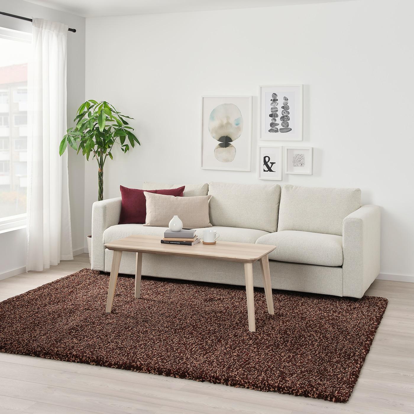 brun matta vardagsrum