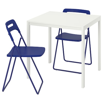 MELLTORP / NISSE Table and 2 folding chairs, white/dark blue-lilac, 75 cm