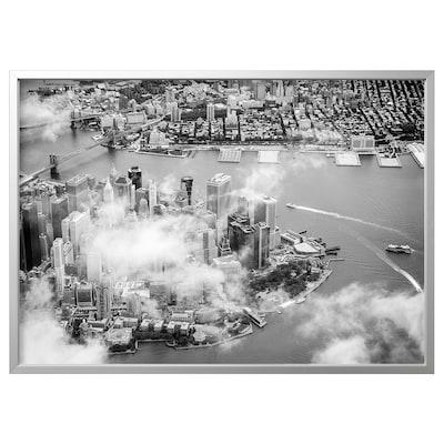 BJÖRKSTA Slika z okvirjem, Manhattan v oblakih/barva aluminija, 140x100 cm
