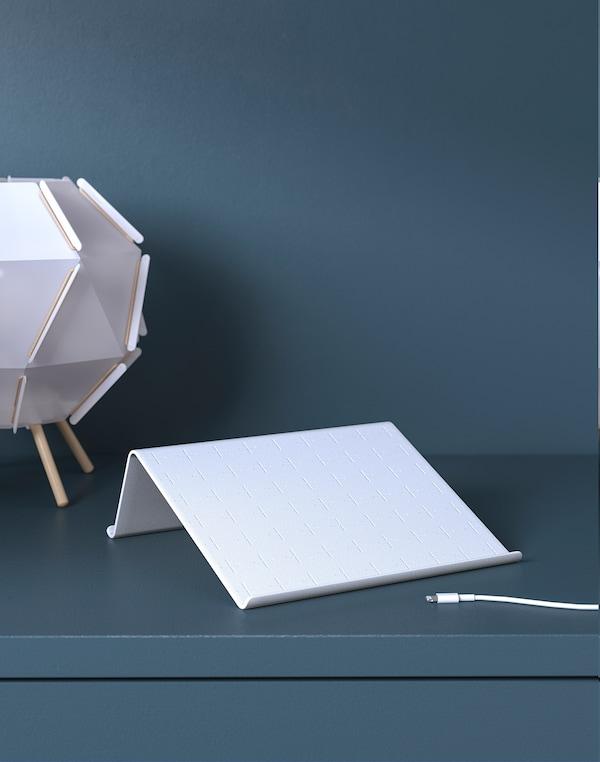 ISBERGET stojan na tablet biela 25 cm 25 cm 9 cm