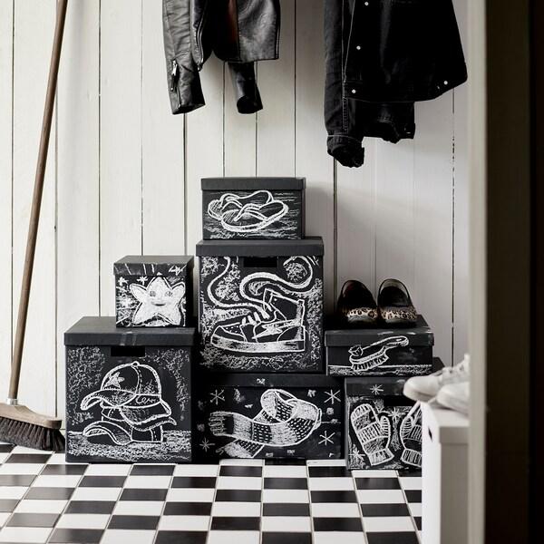 TJENA škatuľa s vrchnákom čierna 35 cm 32 cm 32 cm