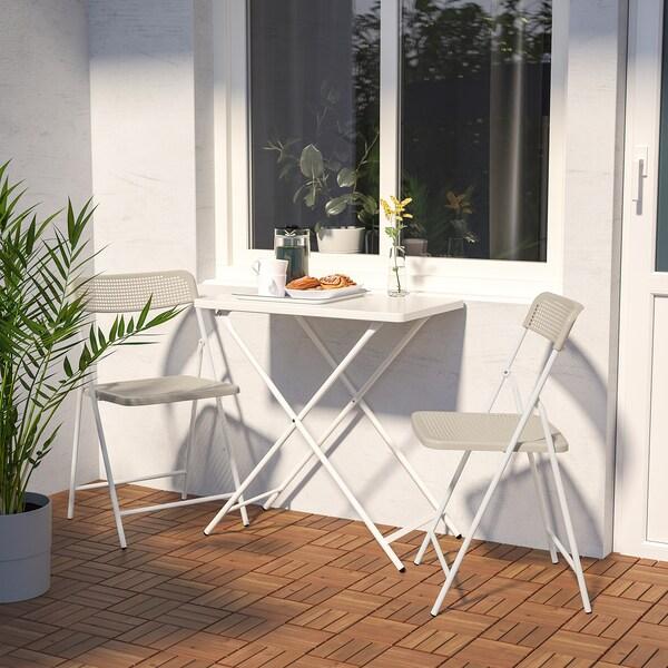 TORPARÖ Stôl a 2 skladacie stoličky, ext., biela/béžová, 70 cm