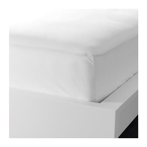 SÖMNIG Fitted sheet   The lyocell/cotton blend absorbs and draws moisture away from your body and keeps you dry all night long.