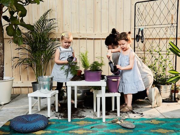УТТЕР дитячий стіл для приміщення/вулиці/білий 58 см 42 см 43 см
