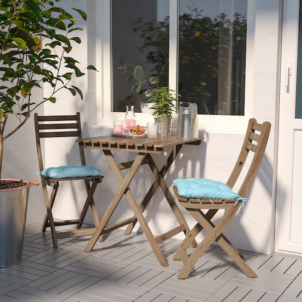 ASKHOLMEN Table+2 chairs, outdoor, gray-brown stained/Kuddarna light blue