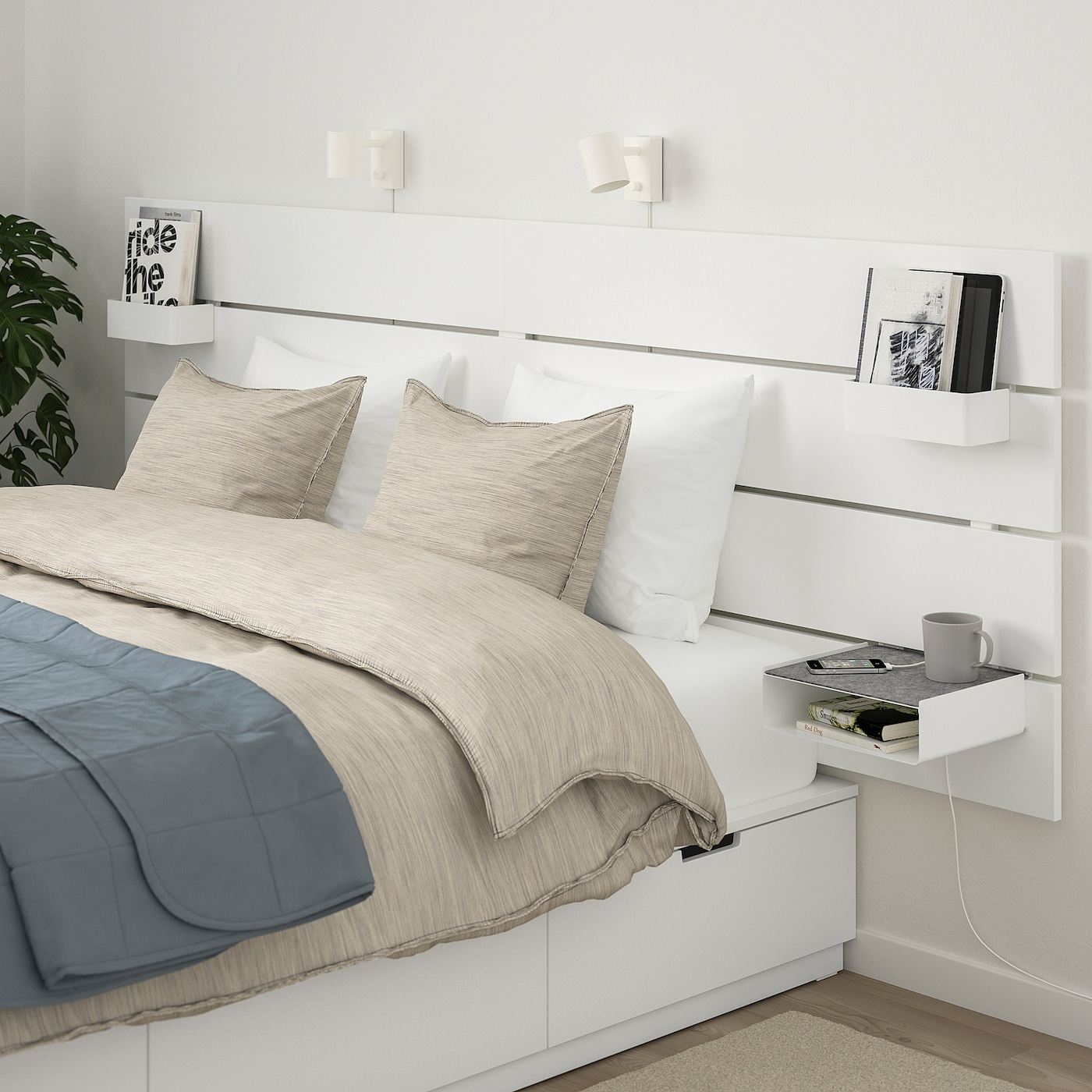 Tête de lit IKEA avec table de chevet intégrée