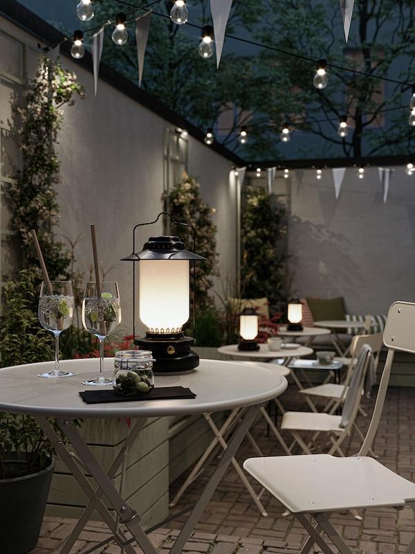 SALTHOLMEN Table and 2 folding chairs, outdoor, beige/Frösön/Duvholmen dark gray