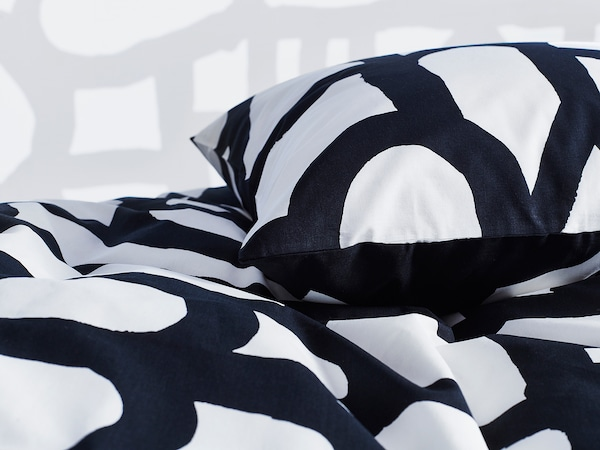 "SKUGGBRÄCKA duvet cover and pillowcase(s) white/black 152 /inch² 2 pack 86 "" 86 "" 20 "" 30 """
